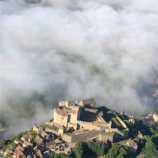 Château de Beynac dans la brume
