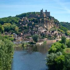 Beynac en approche par la Dordogne